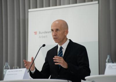 Univ.-Prof. Dr. Martin Kocher, Bundesminister für Arbeit (c) Daniel Shaked 2021