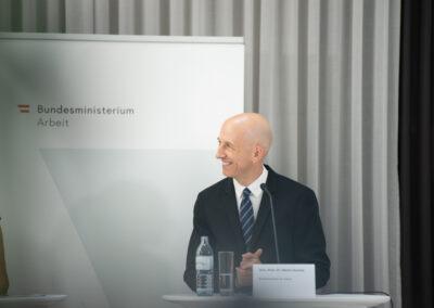 Univ.-Prof. Dr. Martin Kocher, Bundesminister für Arbeit (c) by Daniel Shaked 2021